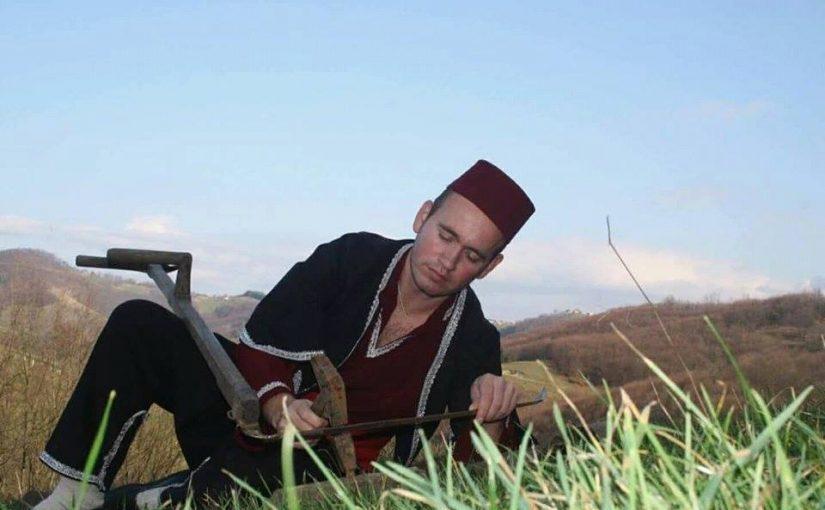 Hasan Keranović: Običaj košnji trave – kosibaša, čuvaj leđa