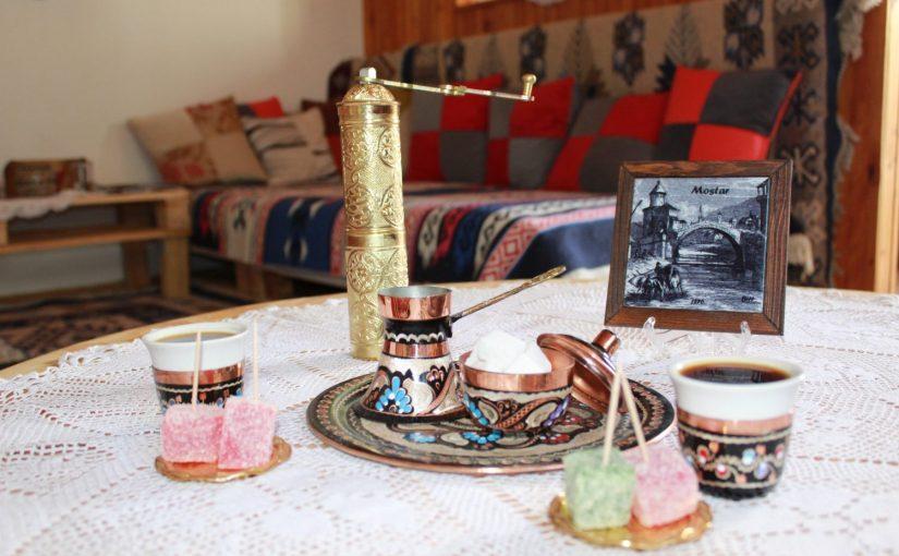 Kako stariš sve više kahvenišeš na stari tradiconalni običaj dok umačeš kocku u fildžan, zagrizeš, i pihneš